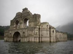 Pojawia się i znika – podwodna świątynia